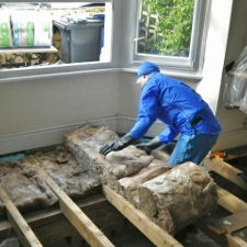 laying underfloor insulation