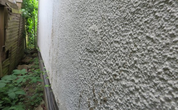 Wet cavity wall insulation